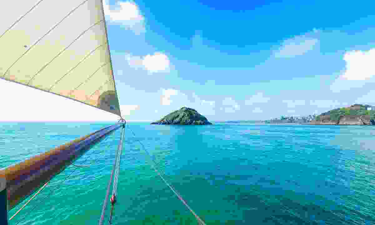 Explore its beautiful islands (Teddy Verneuil)