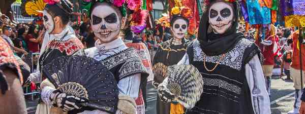 An Oaxaca cemetery on Day of the Dead (Shutterstock)