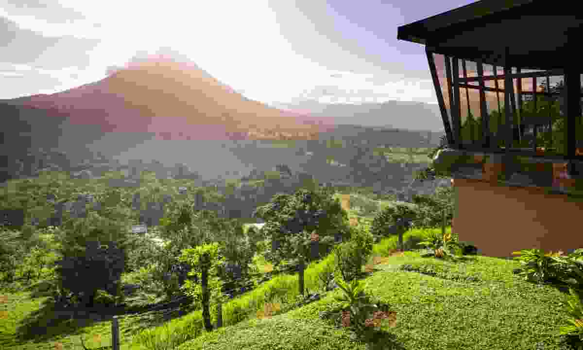 Lodge overlooking Arenal (Dreamstime)