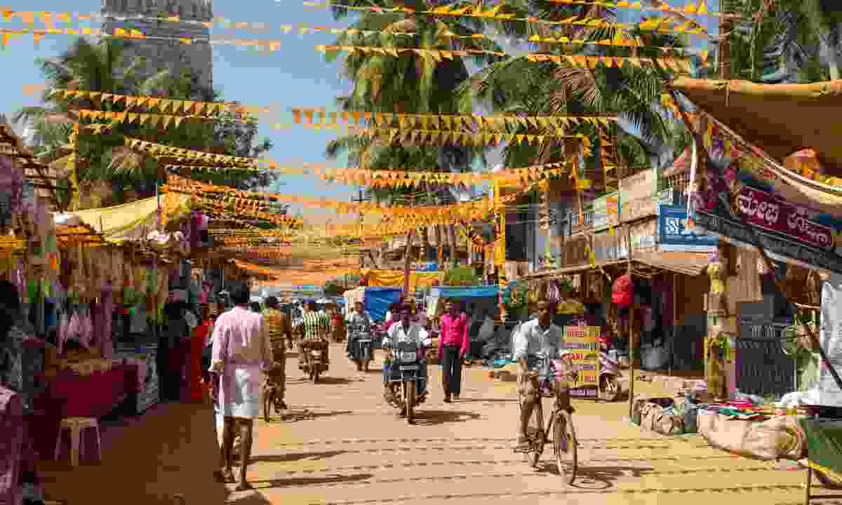 Cycling along the colourful streets of Murudeshwar, India (Dreamstime)