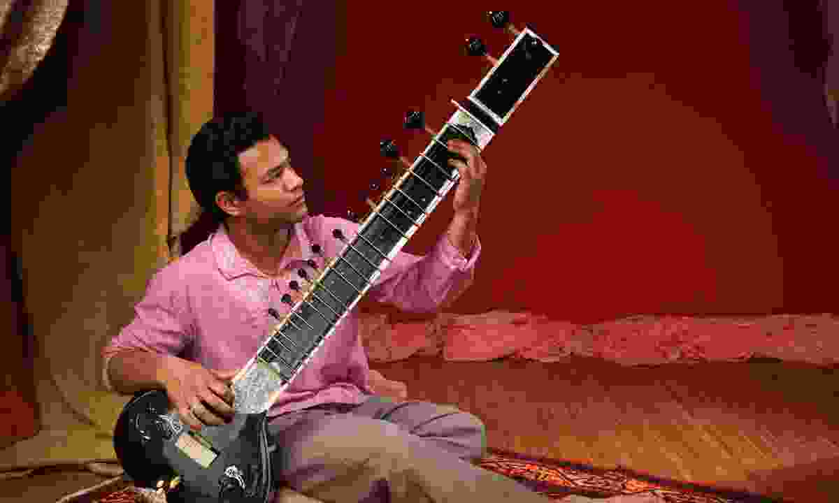 A sitar player in India (Shutterstock)