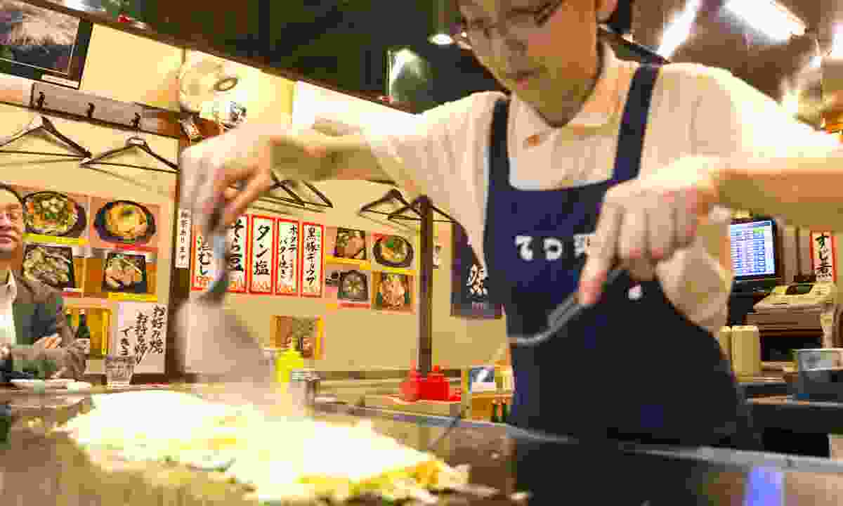 Preparing okonomiyaki in Hiroshima (Dreamstime)