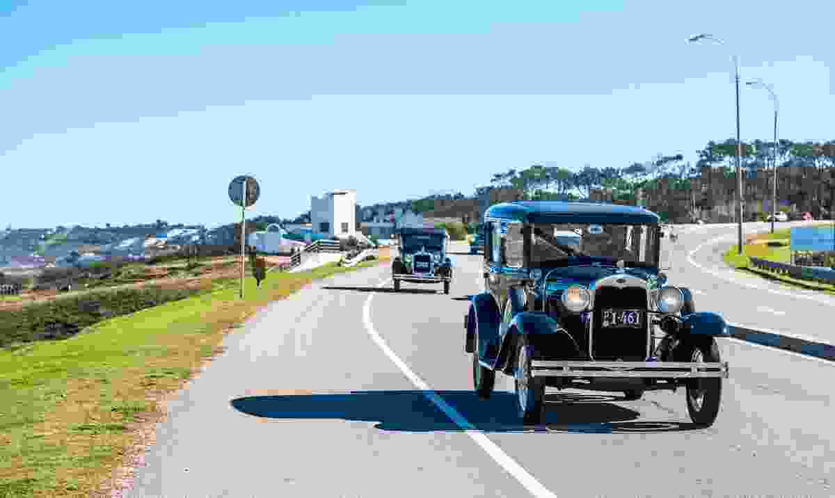 A parade of vintage cars entering the city of Punta del Este (Dreamstime)