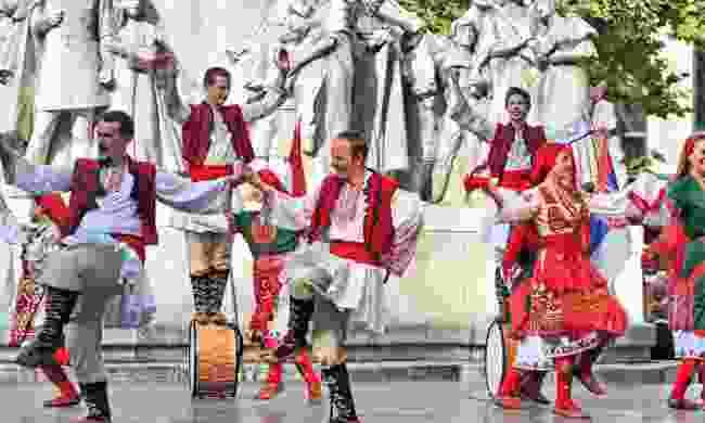 Watch folk dancers in Budapest (Dreamstime)