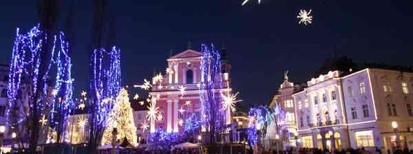 Christmas decorations at Triple Bridge (Slovenian Tourist Board)
