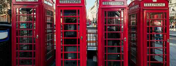 A row of red phoneboxes in London, England (Shutterstock)
