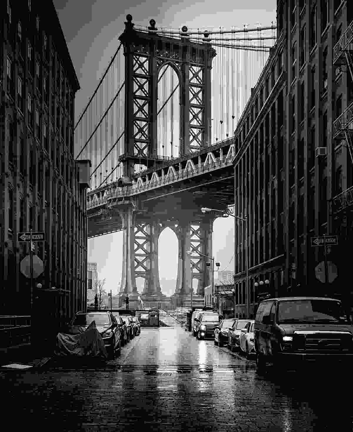 Classic view of the Manhattan bridge In Brooklyn (© 2015 YellowKorner Editions, Photo © Serge Ramelli. All rights reserved)