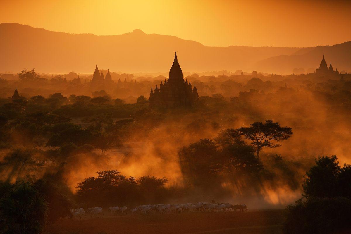 Bagan at sunset (Dreamstime)