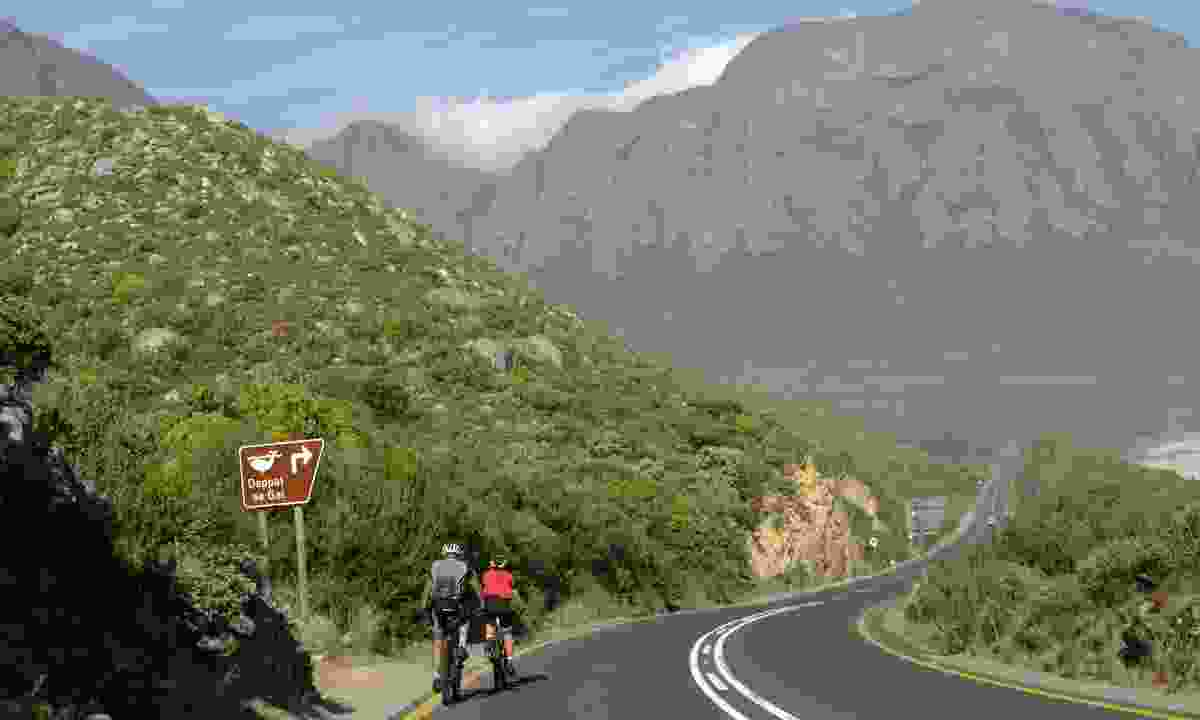 Cycling in Western Cape, Southern Africa (Dreamstime)