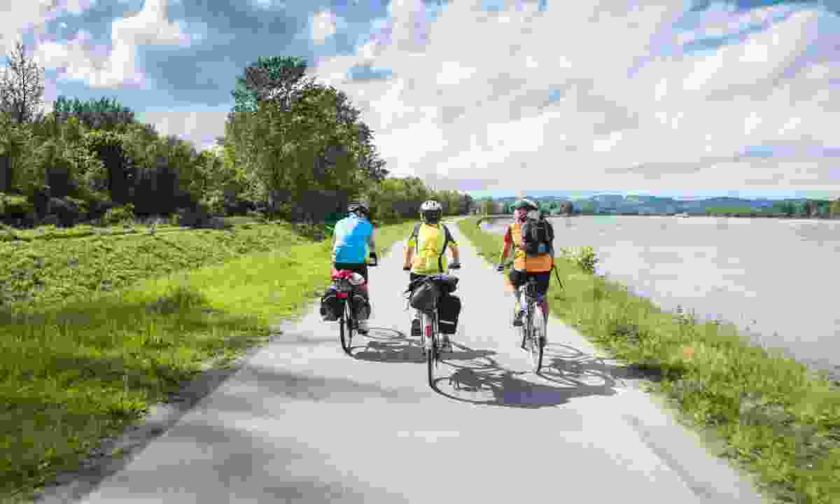Cycle along the Danube river (Shutterstock)