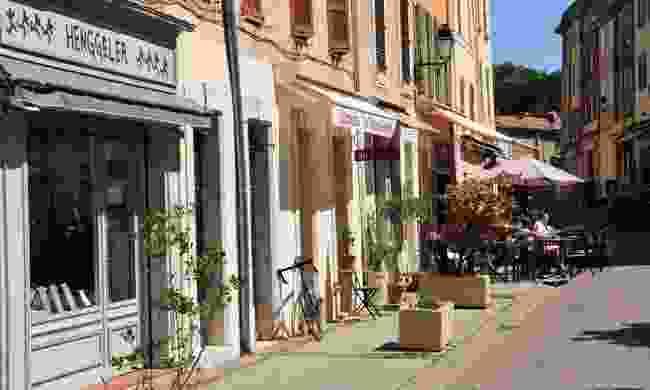 Street life in La Garde Freinet (Dreamstime)