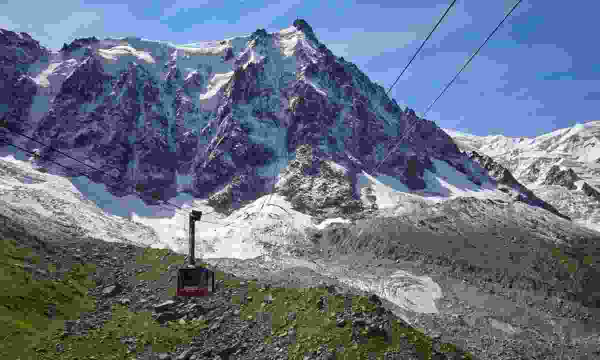 Cable car up to Mont Blanc (Dreamstime)