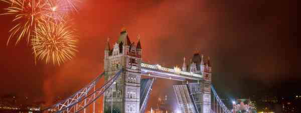 Tower Bridge and fireworks (Steve Vidler)
