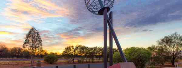 Alice Springs' Tropic of Capricorn monument (Shutterstock)