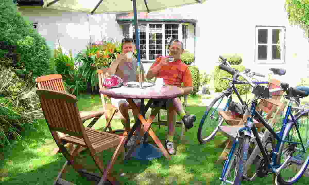 Enjoying a coffee on the Slow Food Cycle Tour (wheelywonderfulcycling.co.uk)