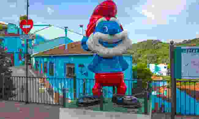 Papa Smurf welcoming visitors to Júzcar (Shutterstock)