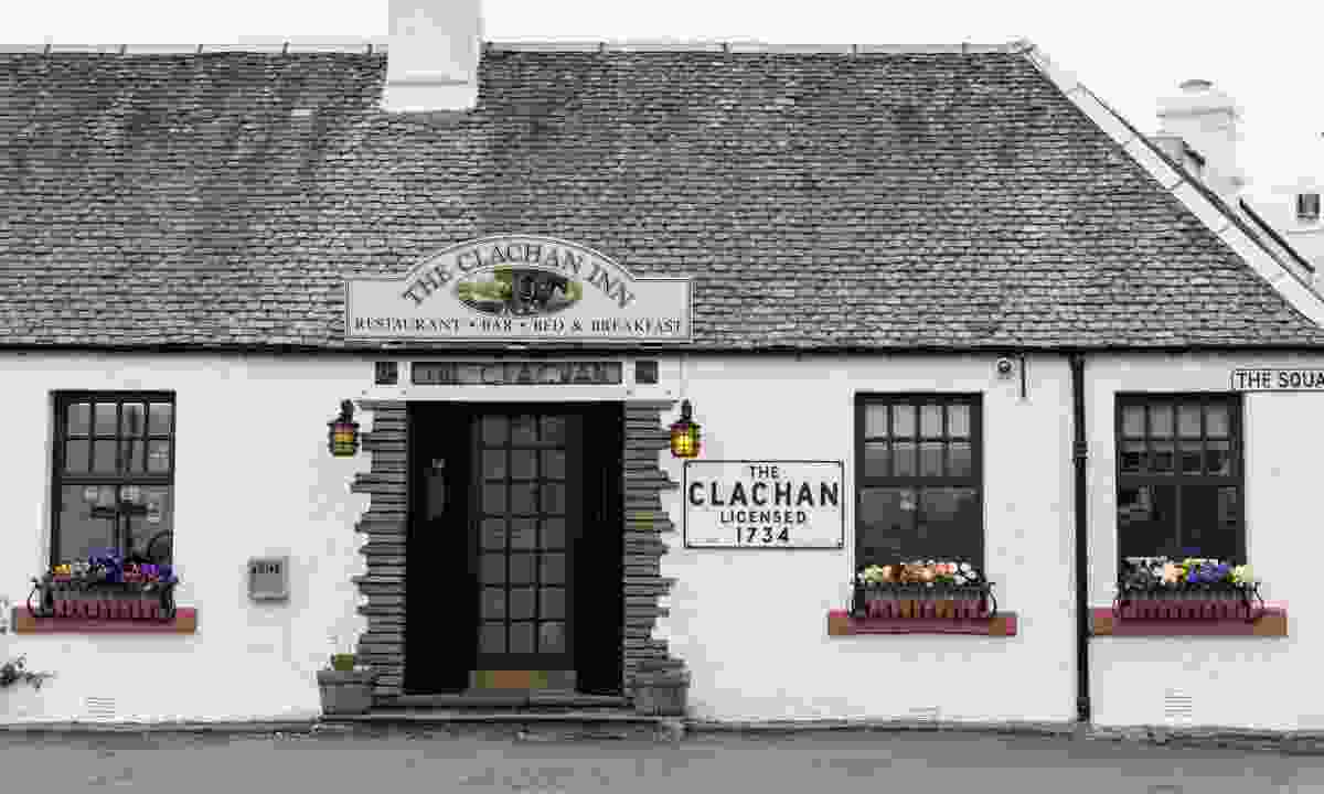 The Clachan Inn, the oldest registered licensed pub in Scotland (Shutterstock)