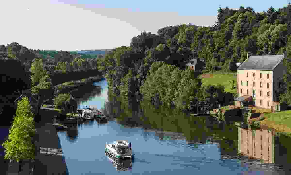 Canal lock in Josselin (Emmanuel Berthier)