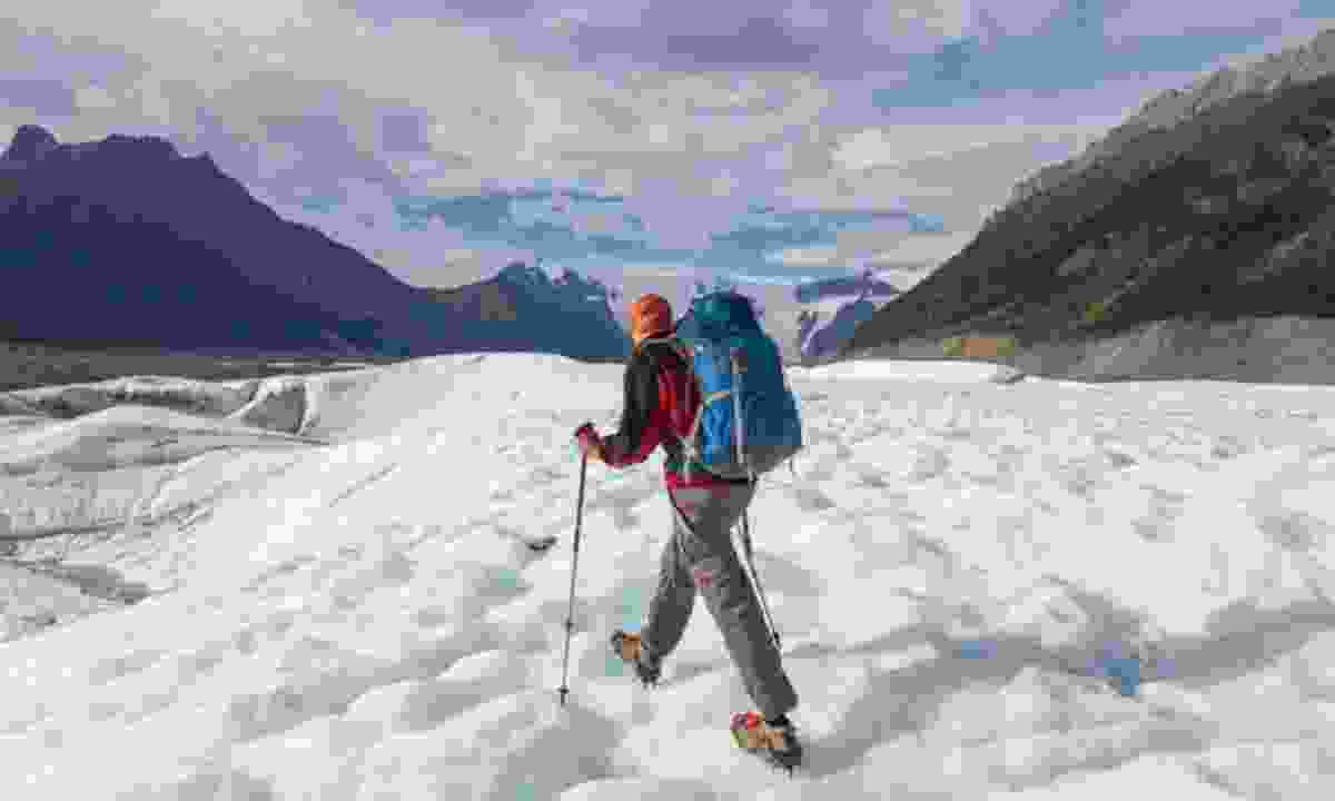 Hiking through the snow (Dreamstime)