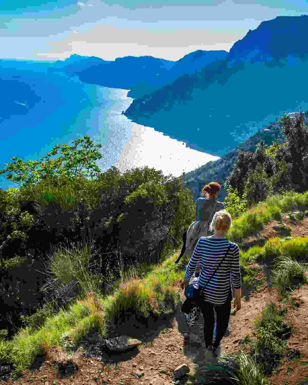 Hikers on the Amalfi Coast (Dreamstime)