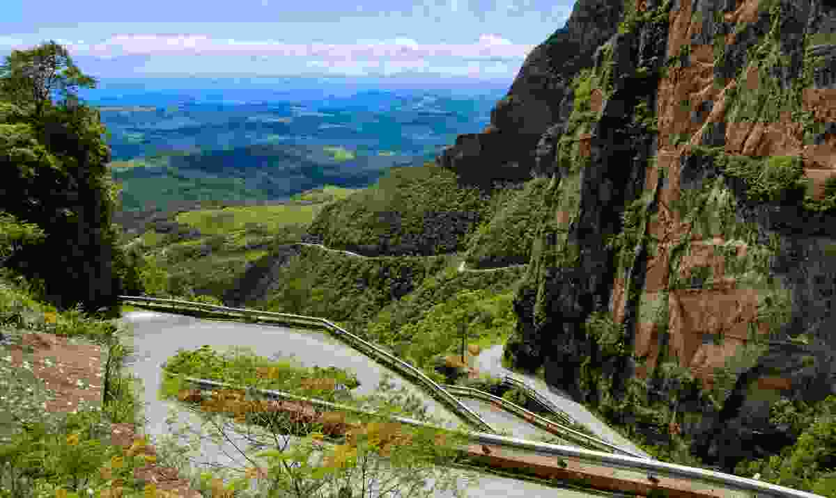 The mountain roads of Santa Catarina (Shutterstock)
