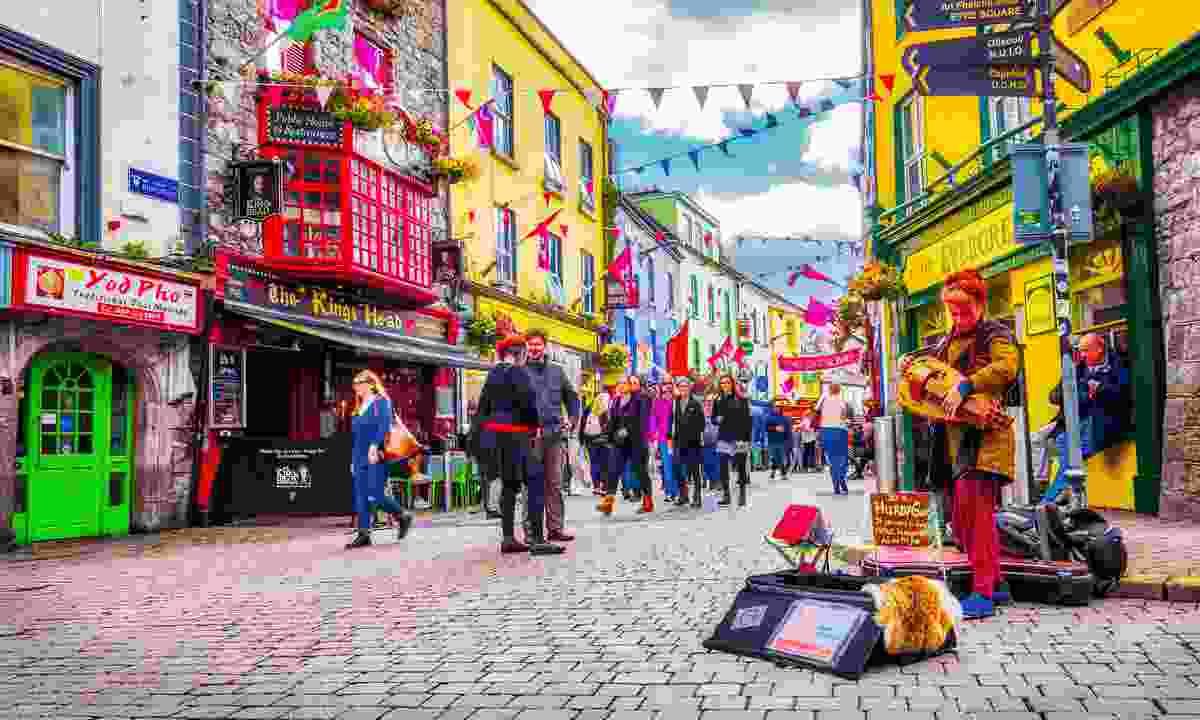 A street performer in Galway (Shutterstock)