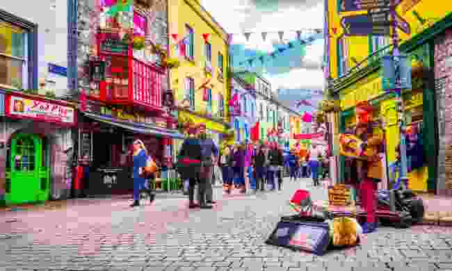 A street performer in Galway (Shutterstock)