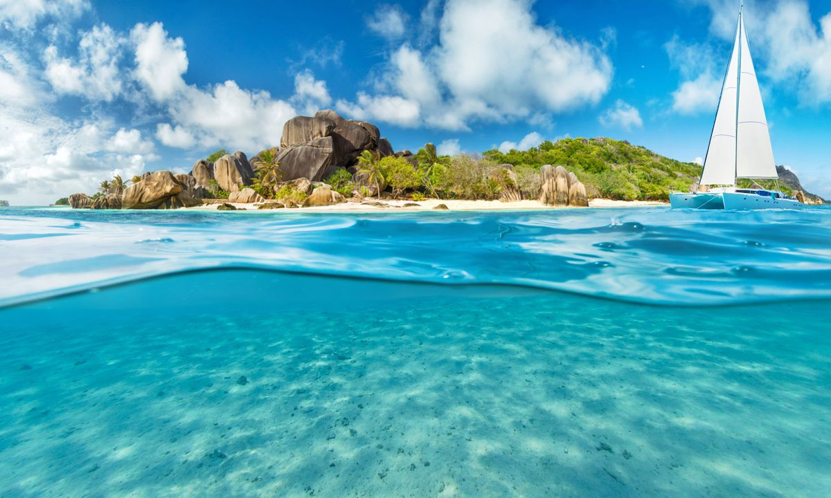 Exploring the Seychelles by boat (Shutterstock)