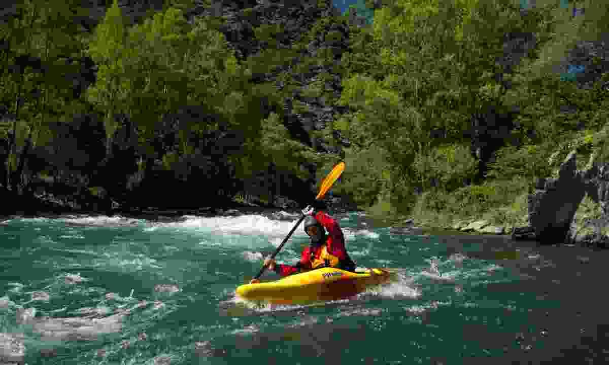 Kayaking (Raphael Thiebaut)