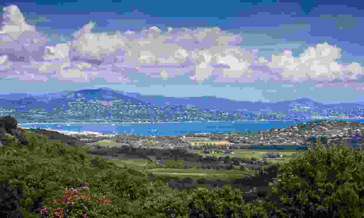 Panorama from Gassin to the bay of St. Tropez (Dreamstime)