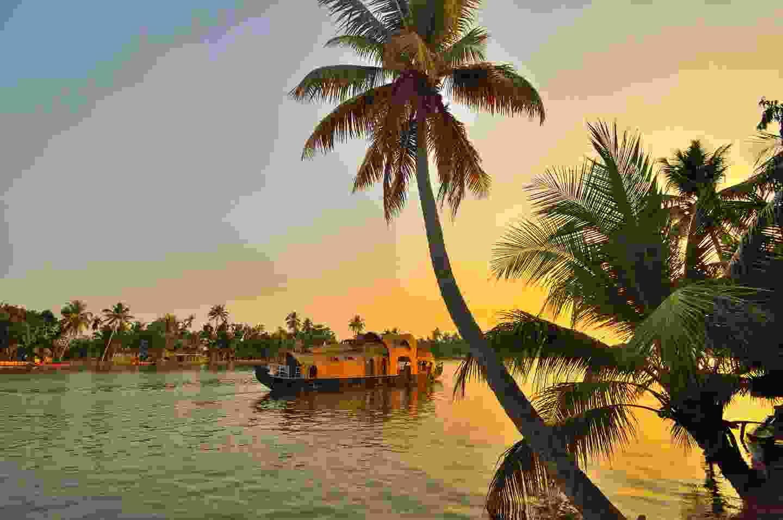 A houseboat sailing in Kerala backwaters (Shutterstock)