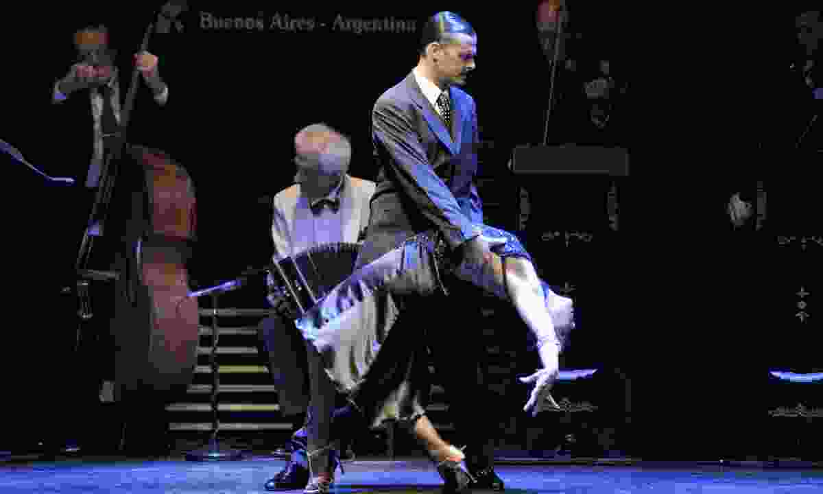 A tango dance is performed in La Ventana (Chris Moss)