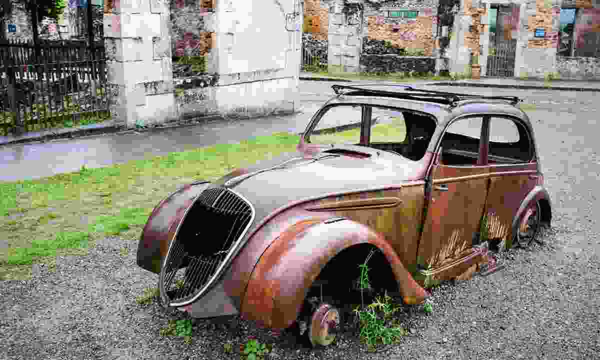 Rusting cars in Oradour-sur-Glane (Shutterstock)