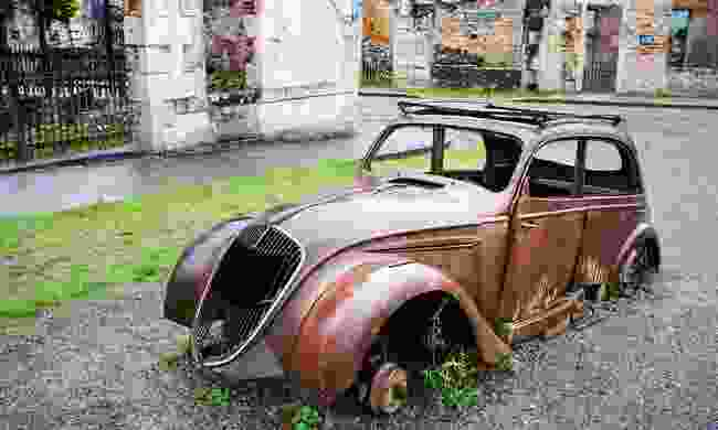 Rusting cars in Oradour-sur-Glane (Shutterstock)