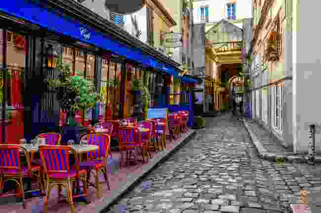 Could a conversation in a Parisian café spark some creativity? (Shutterstock)