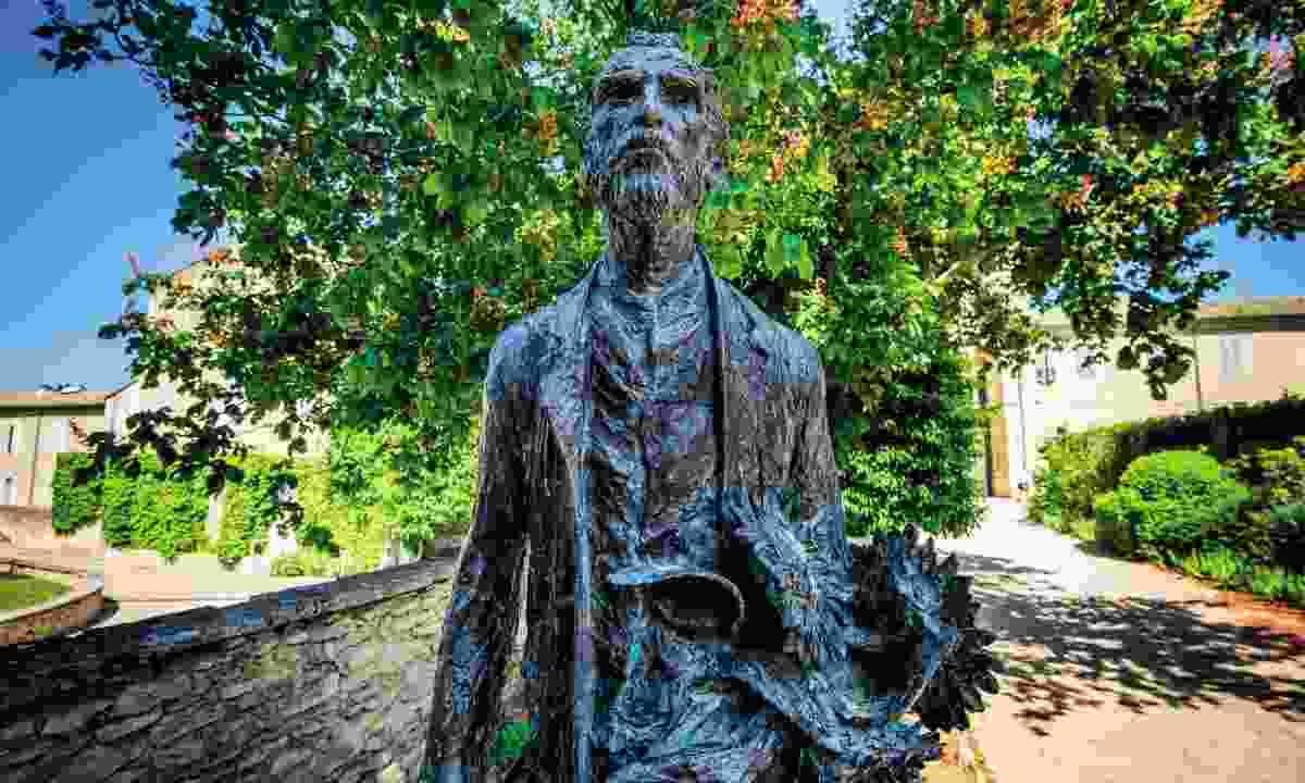Van Gogh statue (Dreamstime)