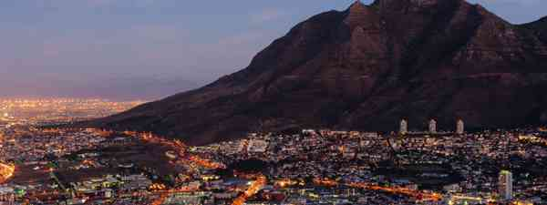 Cape Town at dusk (Ariadne Van Zandbergen)