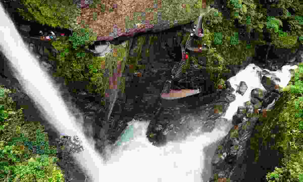 Paílón del Diablo waterfall and staircase (Dreamstime)