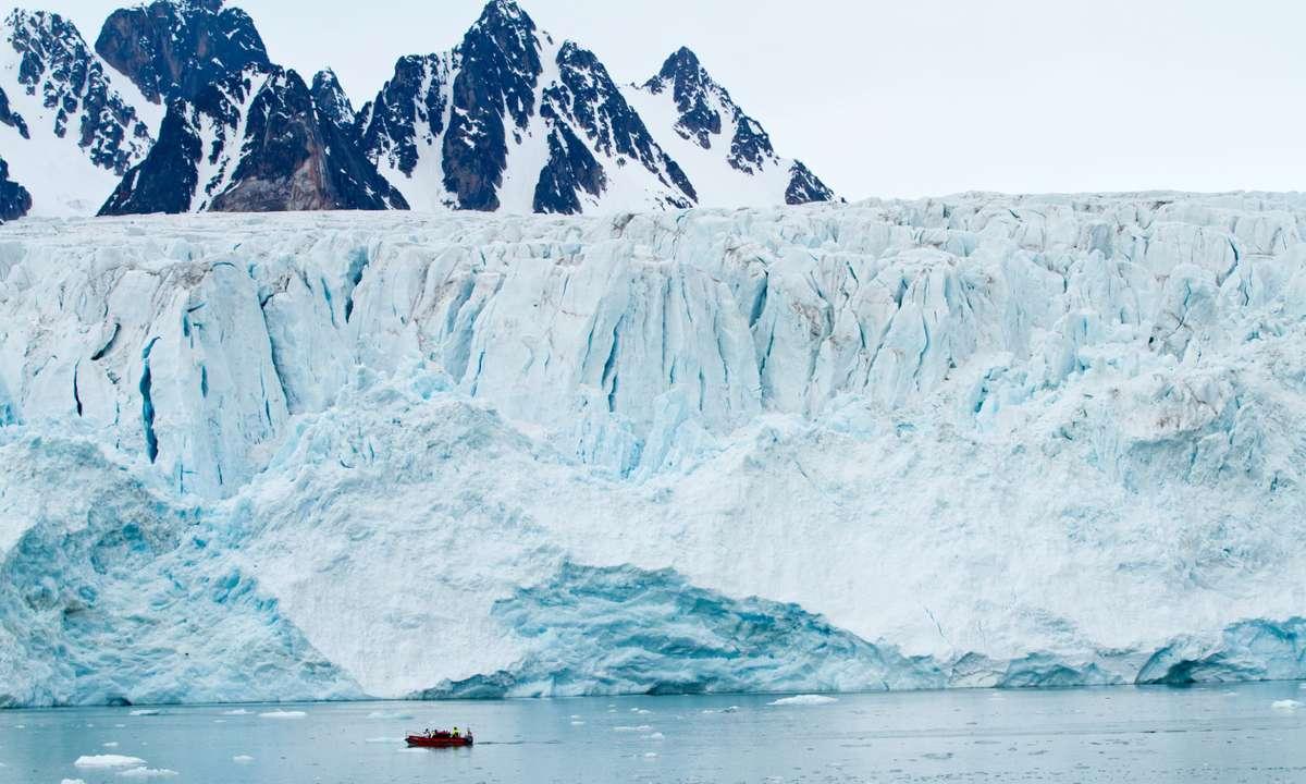Svalbard glacier (Dreamstime)