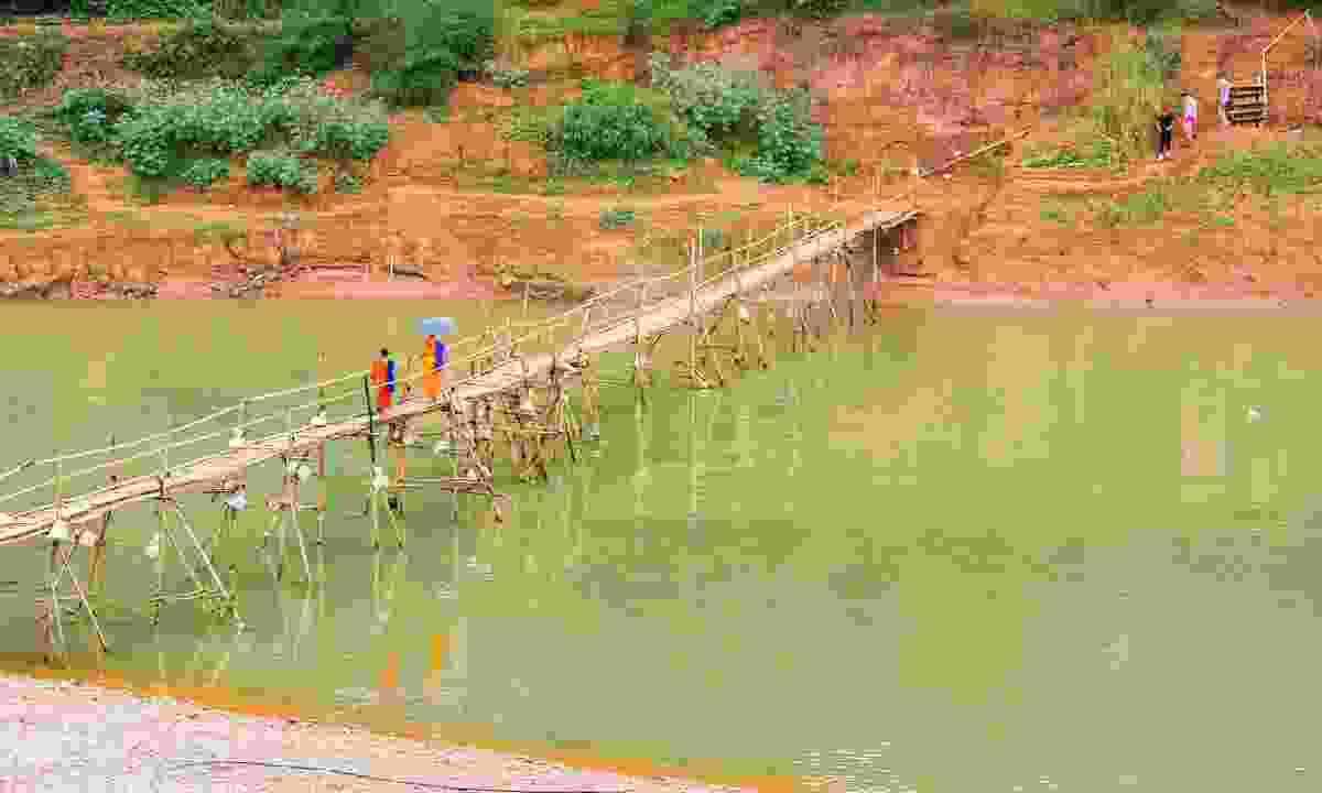 The quickest way to get to the old town from My Dream Boutique is by crossing the beautiful bamboo bridge (Dreamstime)