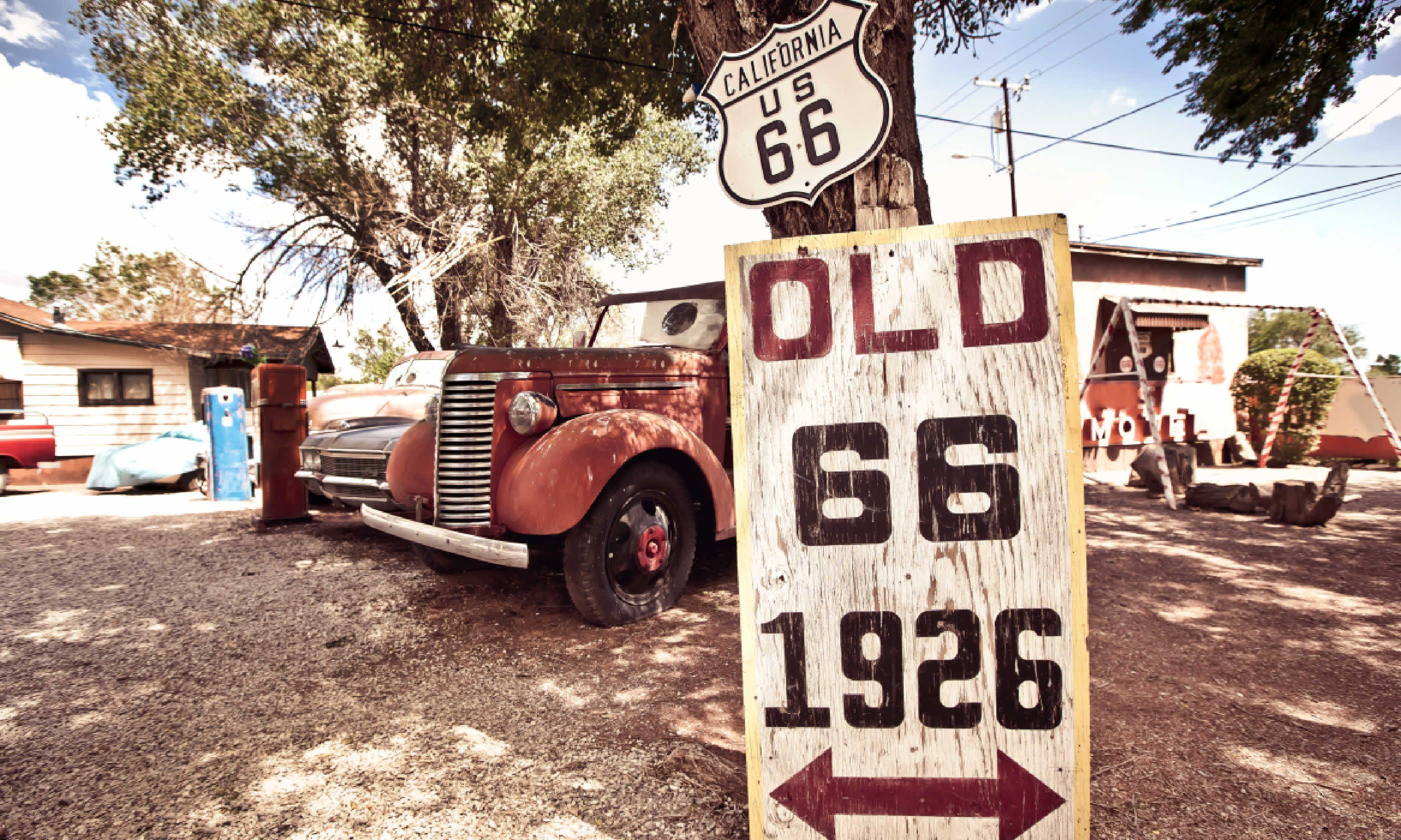 Old Route 66 signs (Shutterstock)
