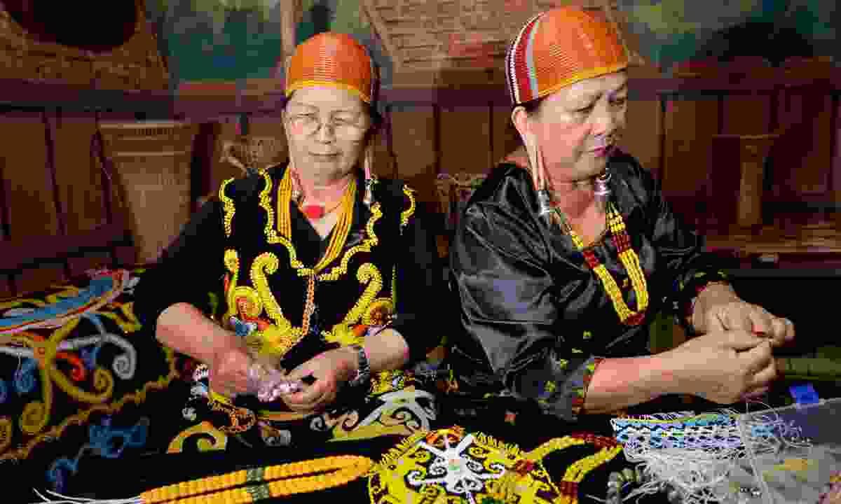 Kelabit women at work (Dreamstime)