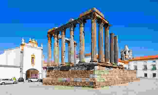 Évora's Roman temple (Dreamstime)