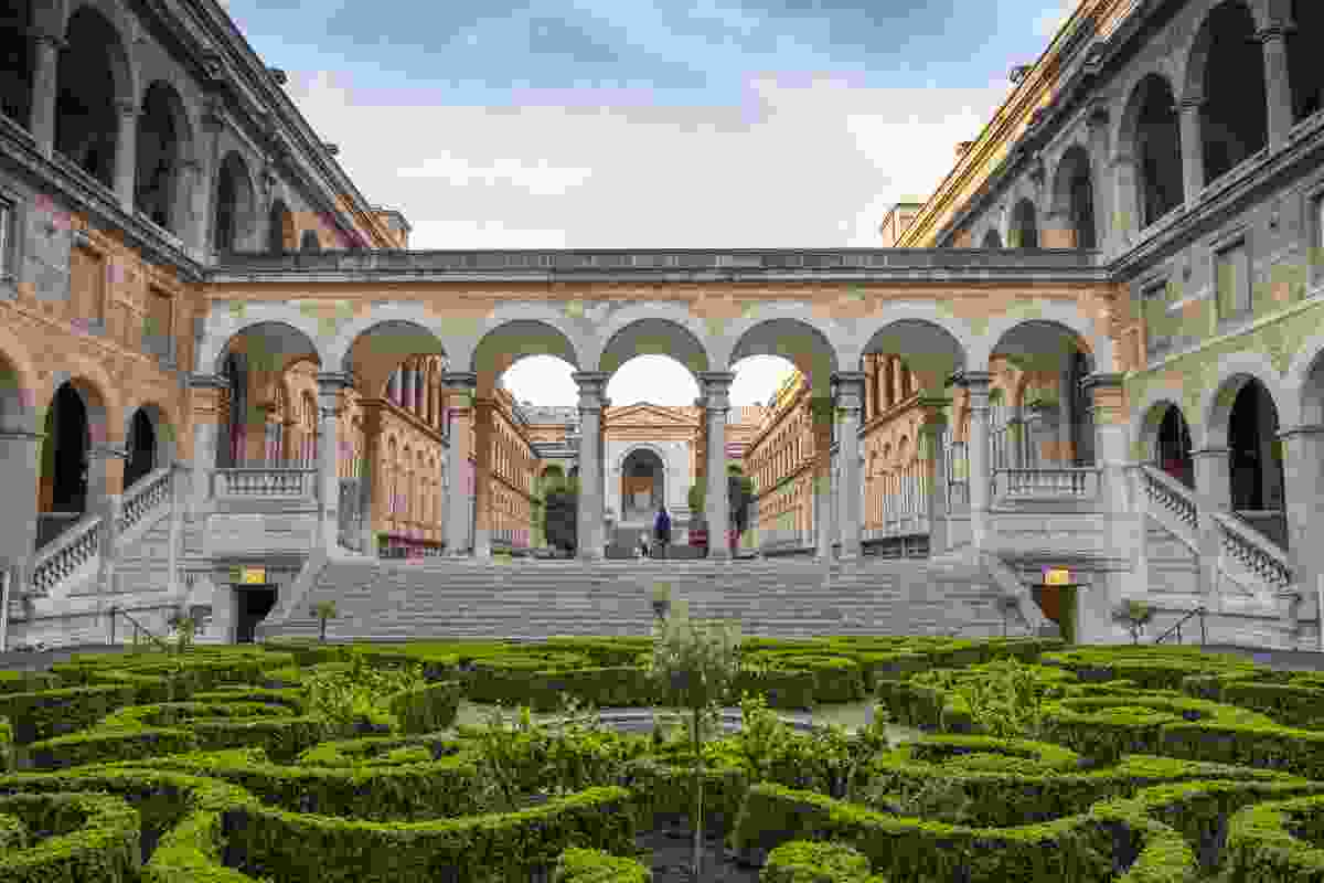 Main Courtyard of the Hotel Dieu (Shutterstock)