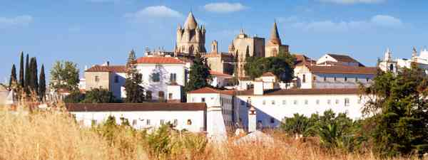 View of Évora from distance (Dreamstime)