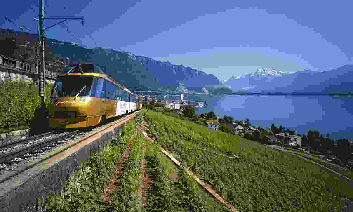 A GoldenPass Panoramic Express between Montreux and the Lavaux winegrowing region (swiss-image.ch)