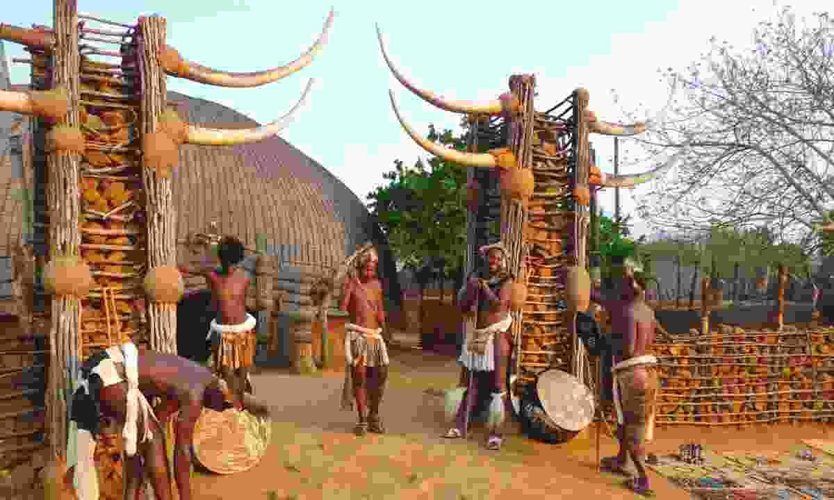 Zulu warriors, Shakaland, South Africa (Dreamstime)
