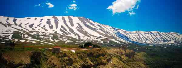 The Kadisha Valley's snow-capped mountains (Dreamstime)