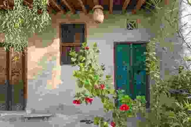 Haft Rangoo's rustic inner courtyard (Hamed Farhangi)