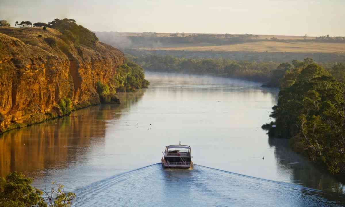 Houseboat on the Murray River (SATC)